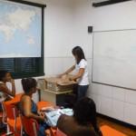 Entrega de kits escolares no Vida Real, 27 de fevereiro de 2012