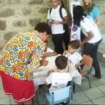 Romero Britto visita o Cantinho Feliz e faz atividades de pintura e desenho com as crianças, outubro de 2010