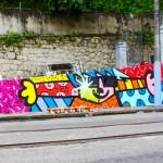 Pintura feita por Romero Britto no muro do Colégio Estadual Monteiro de Carvalho e do Cantinho Feliz
