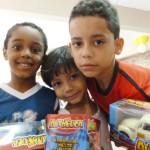 Os meninos ganharam carrinhos! 11 de outubro de 2011